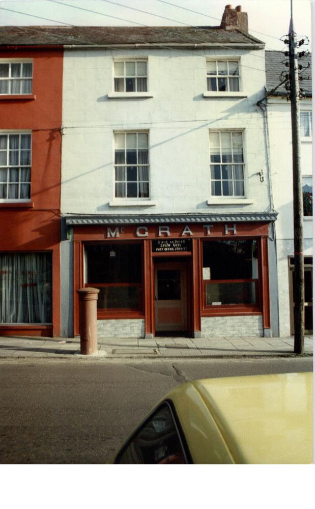 AnnaLeens Boutique 63 John St Lower-R95YW83-1987.jpg