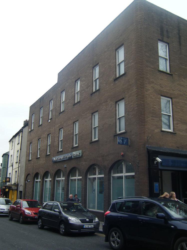 KBC Bank-Rose Inn St-R95Y672-2011.jpg