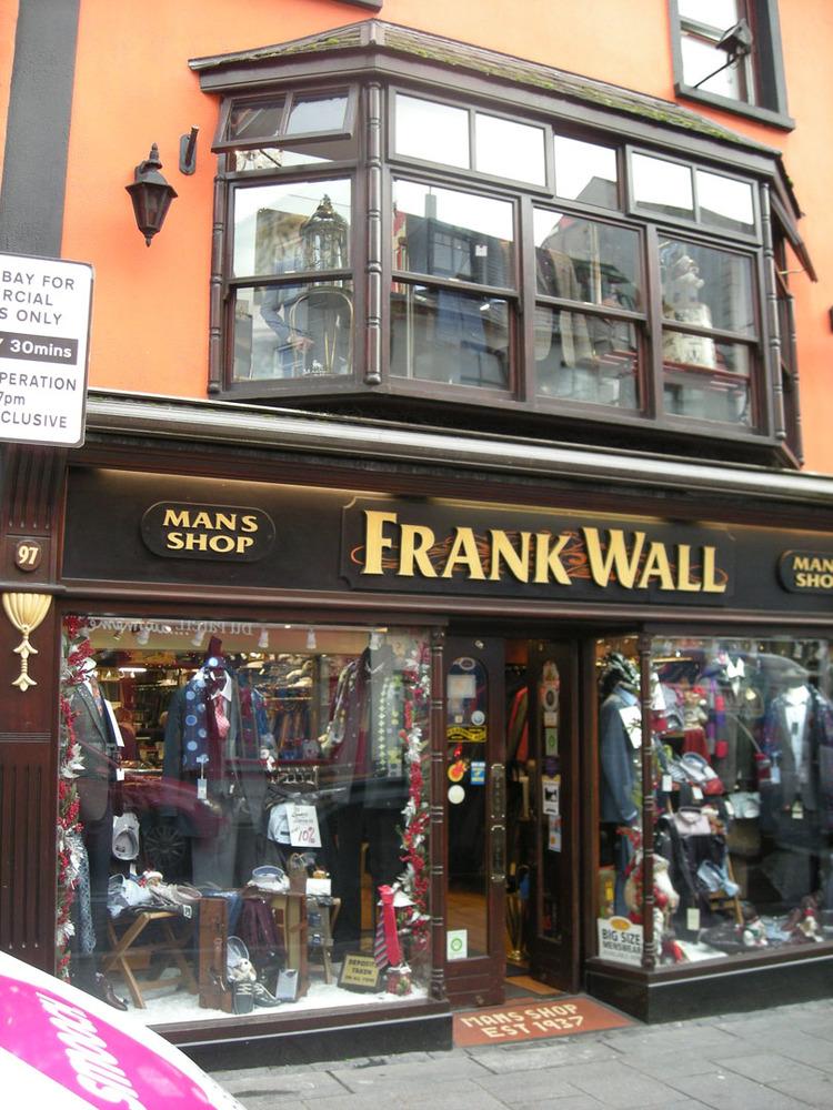 Frank Walls Man Shop 96-97 High St-R95E120-2018 (2).jpg