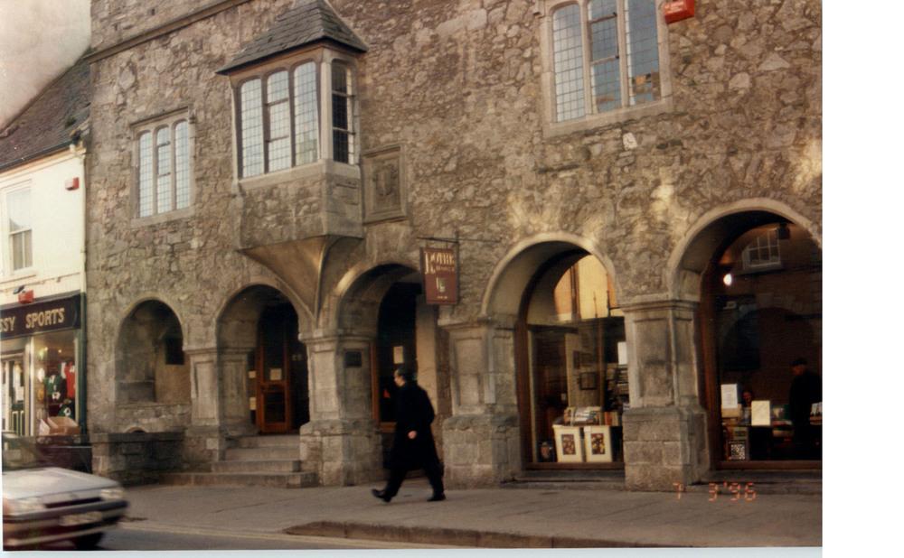 Rothe House and Gardens-15-16 Parliament Street-R95P89C-1996.jpg