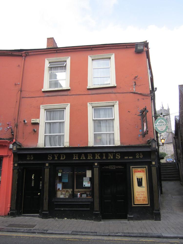 Syd Harkins Bar 25 Rose Inn St-R95VK02-2013.jpg