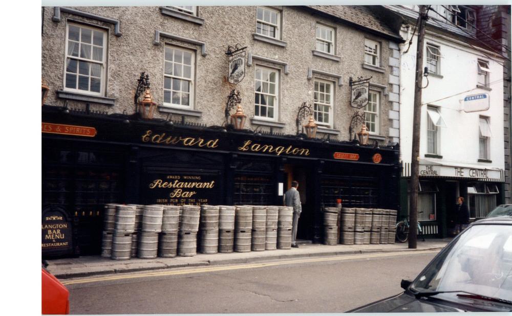 Langtons Bar and Restaurant 69 John St Lower-R95XN44-1994 (2).jpg