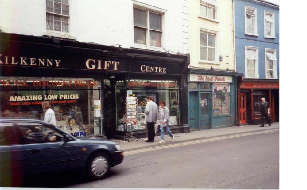 Cafe 22 22-23 Rose Inn St-R95DD4E-1994.jpg