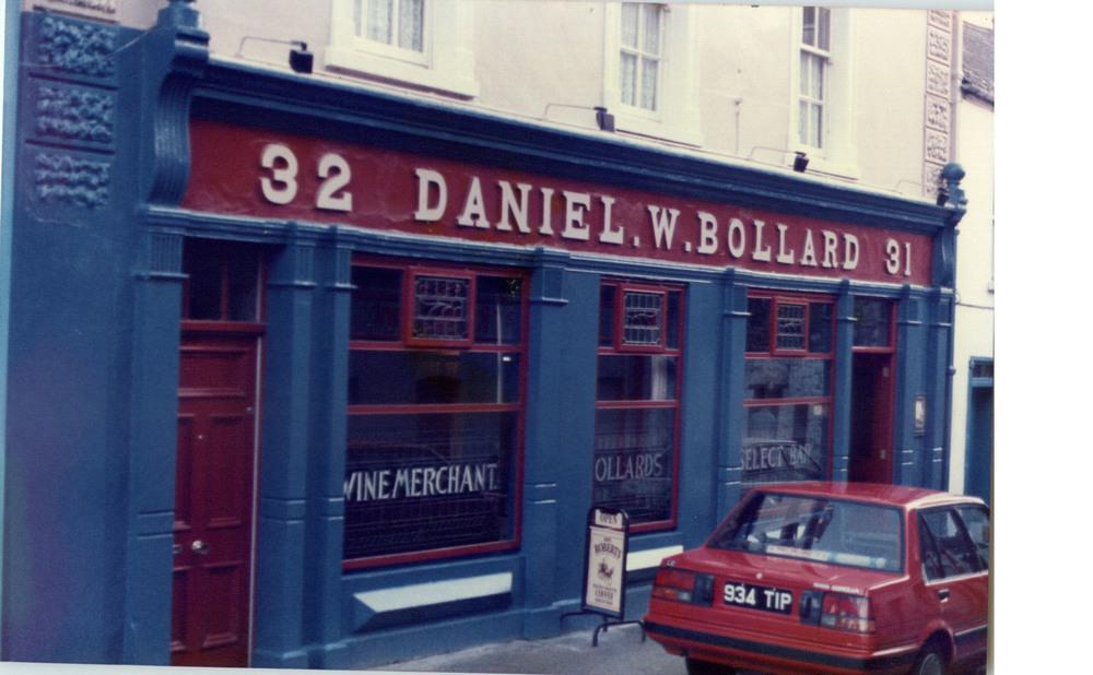 Bollards 31-32 Kieran St-R95HY76.jpg