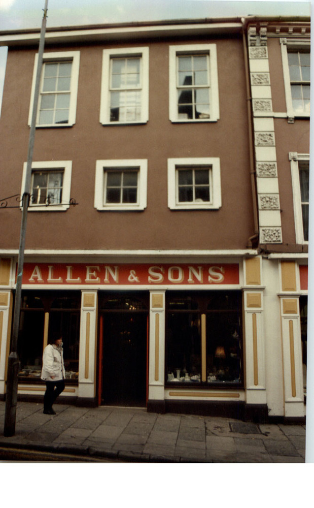 Allens 95 High St-R95YN20.jpg