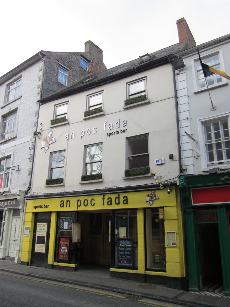 An Poc Fada 20 Rose Inn St-R95T977-2013.jpg