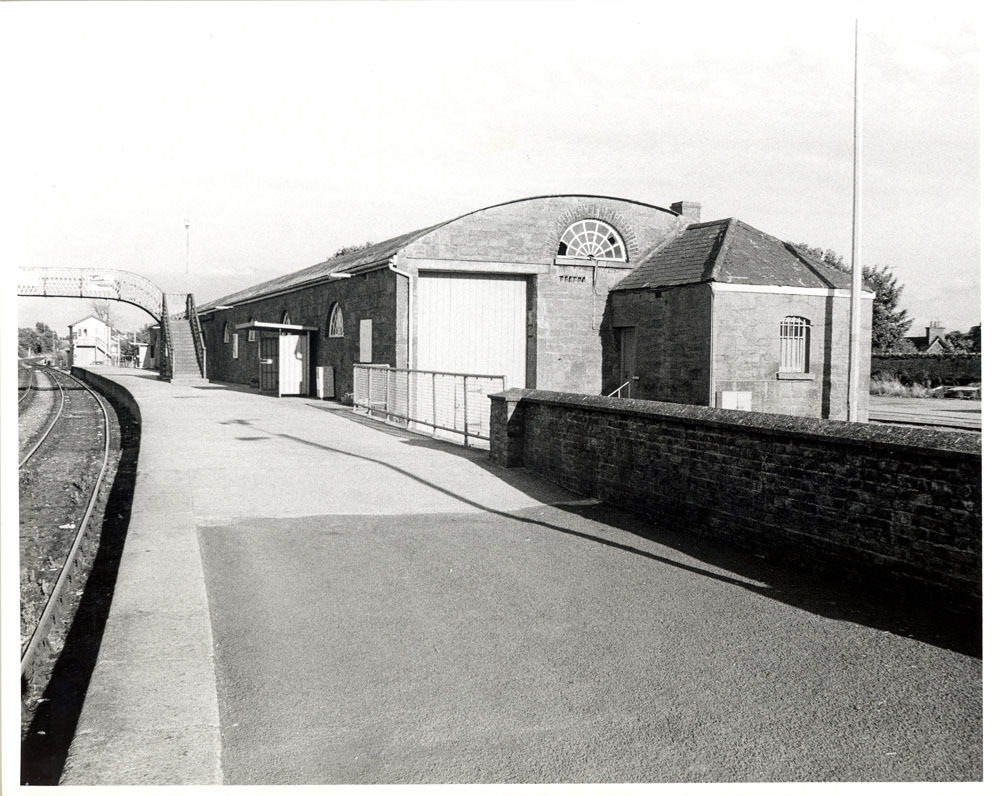 Railway Station Dublin Road 20001.jpg