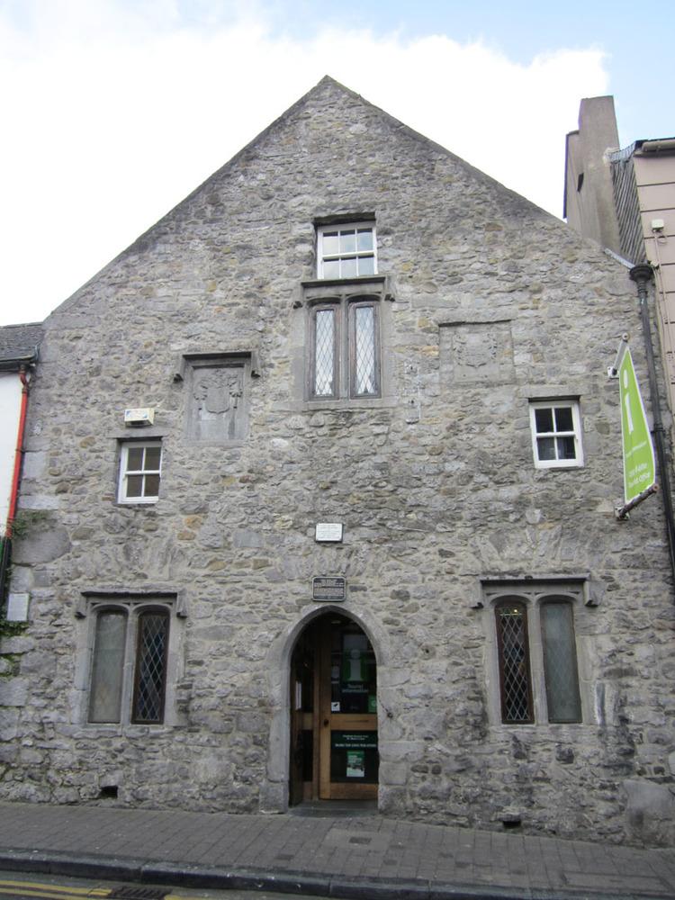 Shee Alms House Rose Inn St-R95XF53-2013.jpg