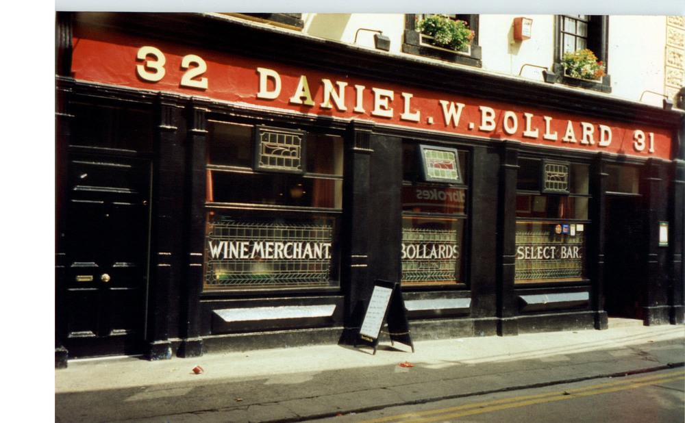 Bollards 31-32 Kieran St-R95HY76-1994.jpg