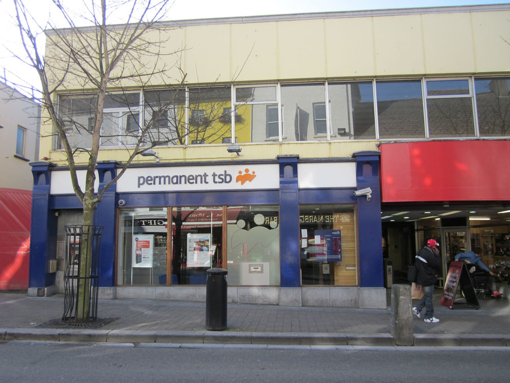 Permanent TSB High St Mall High St-R95K7YW-2013.jpg