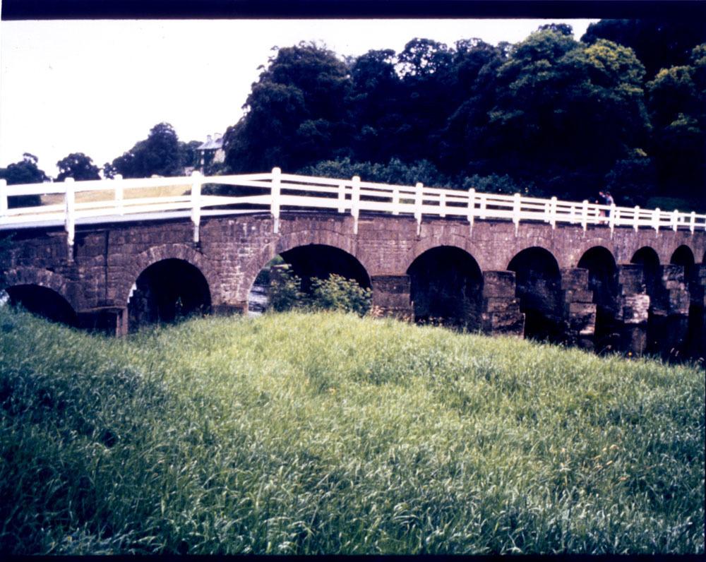 Ballylinch Demesne Bridge 20001.jpg