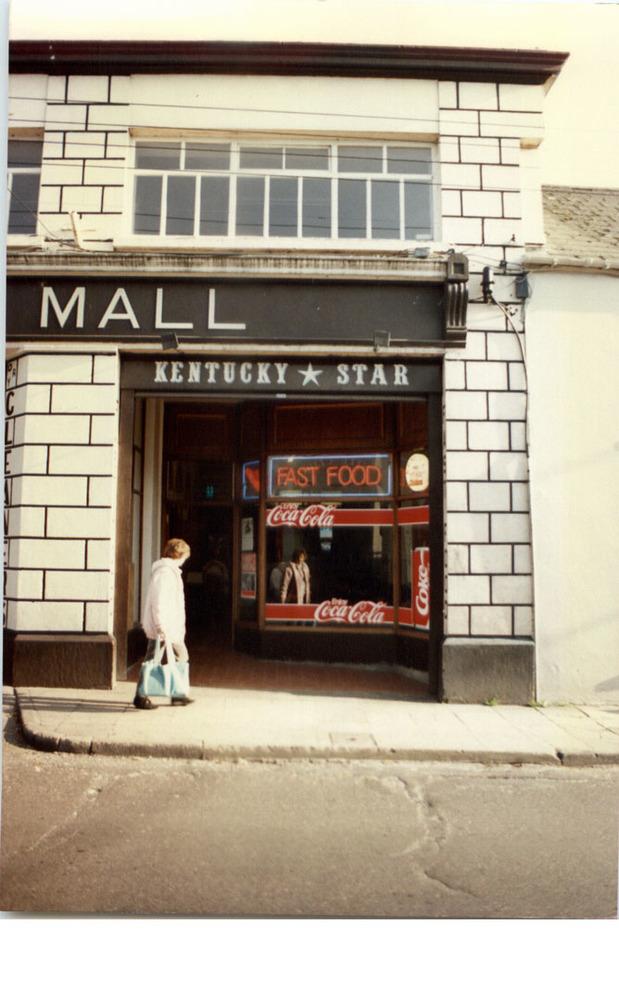 Kilkenny Shopping Mall-51-52 John St Upper-R95YK5W-1987 (6).jpg
