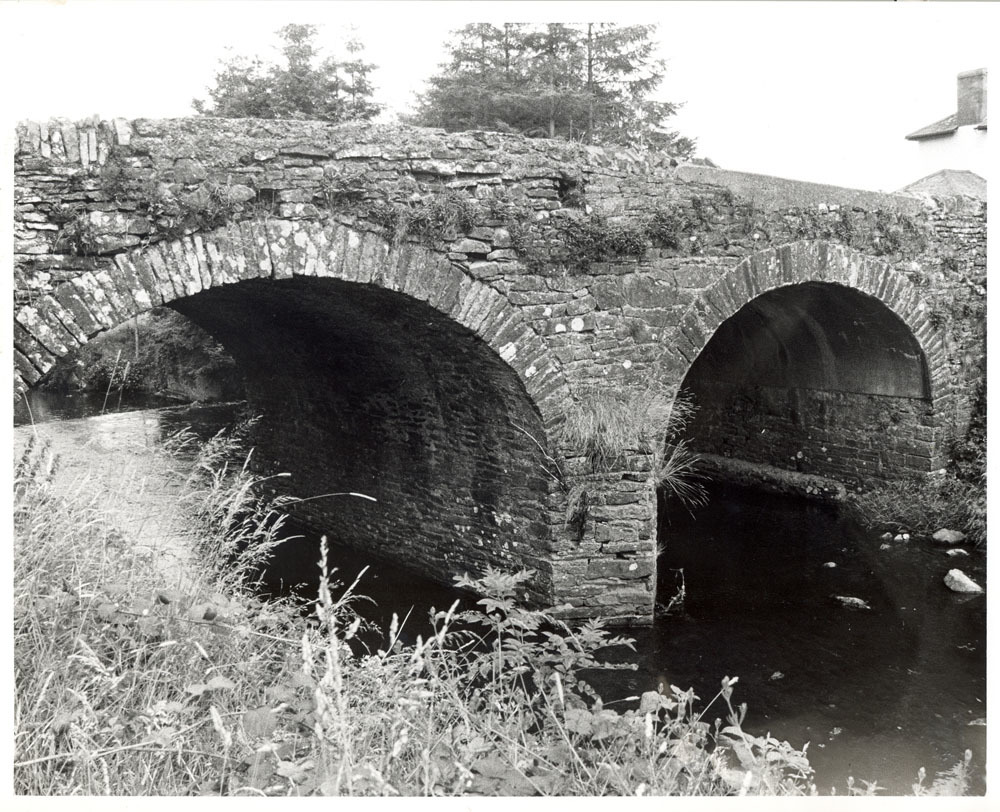 Cloneen Moneenroe Castlecomer Bridge 20001.jpg