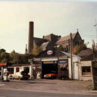 Apple Green Filling Station (1987)