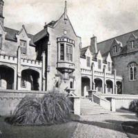 Main entrance, St. Kierans College.jpg